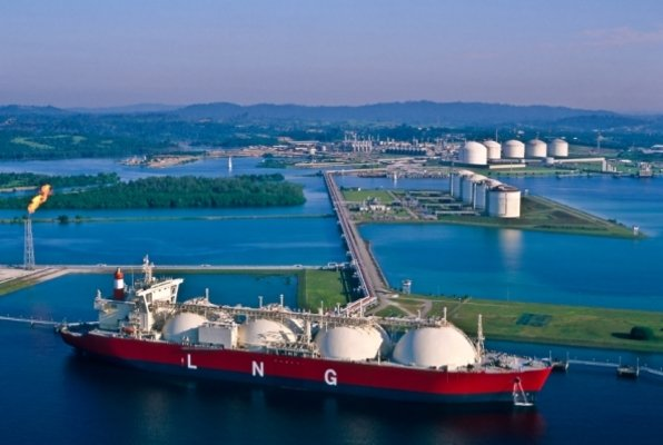 http://images.energetika-net.com/media/article_images/big/lng-tanker-5-20120227123458859.jpg